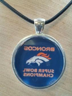 * NFL DENVER BRONCOS * Glass Pendant with Leather Necklace